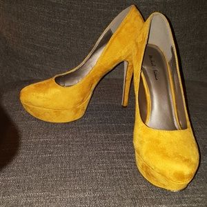 "Gold/Yellow Heels, 5"", 10"
